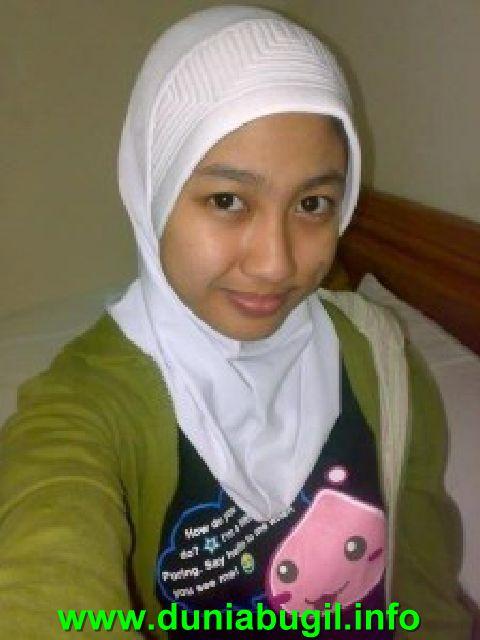 cewek jilbab pose bugil pamer meki kumpulan koleksi foto