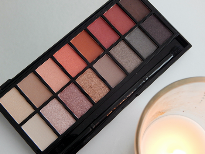 Review and Swatches Makeup Revolution New-Trals vs Neutrals Palette