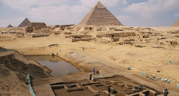 Descobertas ruínas de porto agitado nas Pirâmides de Gizé