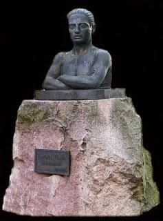 Teodoro Calderón  - escultor  cántabro -     (mi padre)