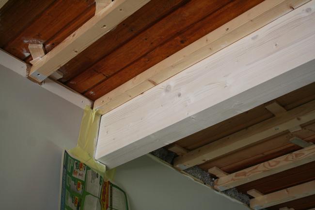 Kantavan seinän purku ja kattopalkin asennus – Lähellä
