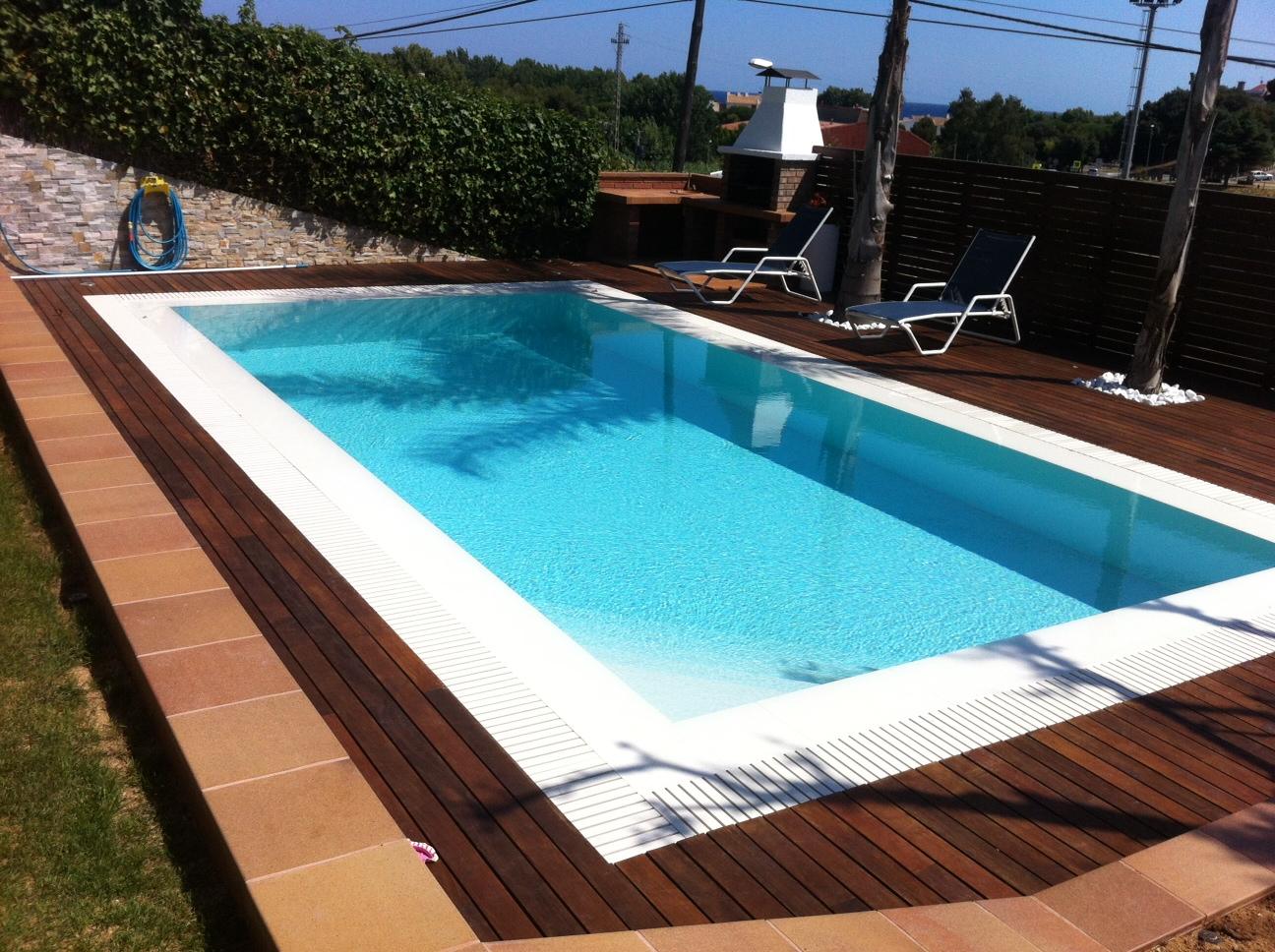 Rosa gres piscina blanca agua azul caribe for Gres para piscinas