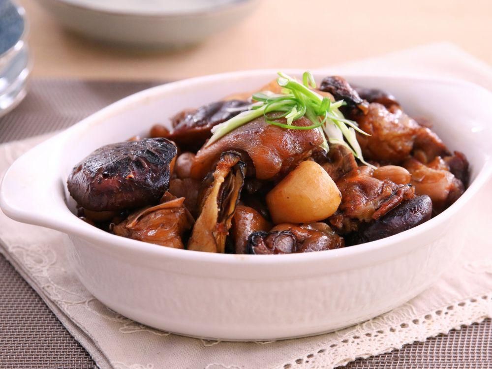 Babi Kecap, Kaki Babi masak Kecap, Titee, Cukiok, Te Kha, Mie Titee, Yamie Titee, Pork with Noodle