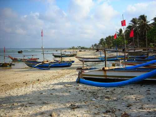 Tempat wisata Ujung Genteng - Pantai yang menarik