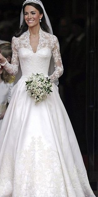 America 39 s answer to william and kate vegas billionaire for Princess catherine wedding dress