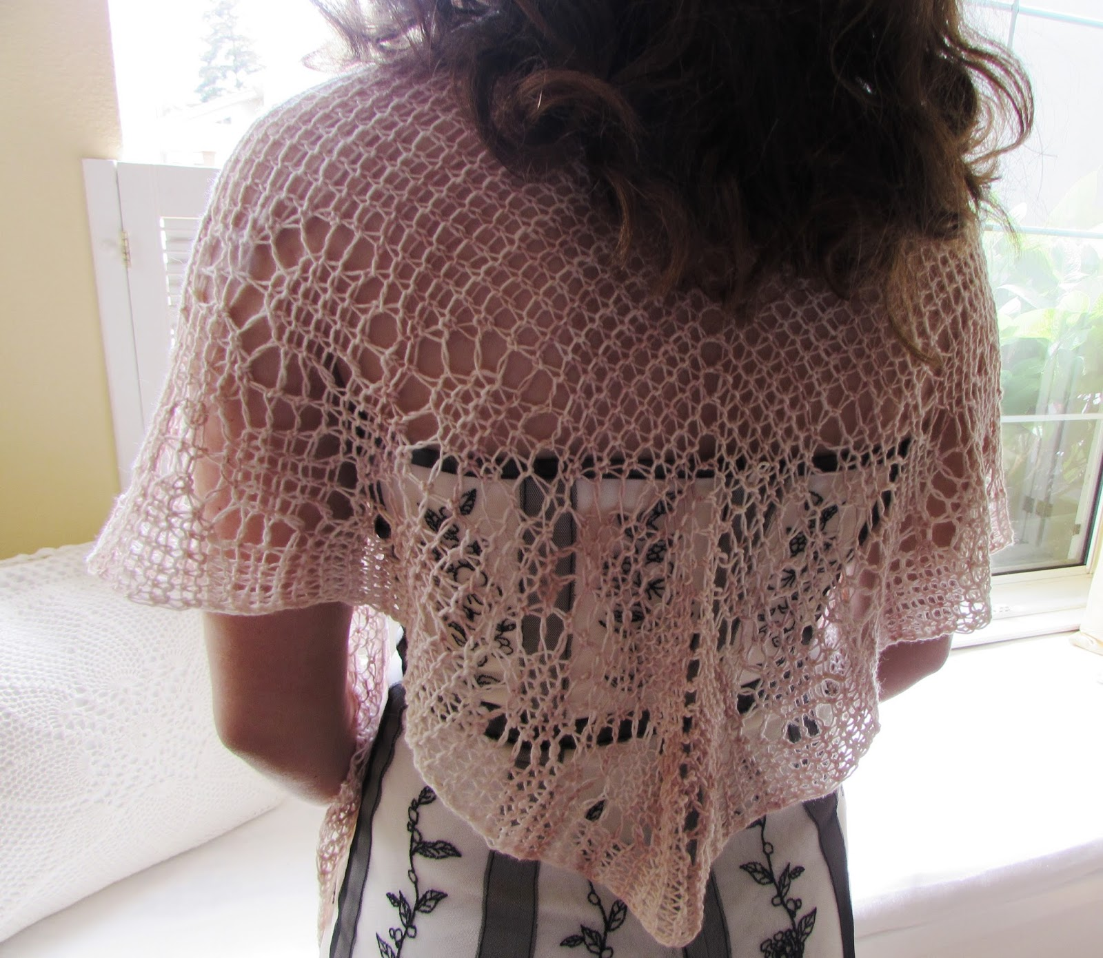 Loom Knit Shawl Pattern : Invisible Loom Innovative Patterns for Loom Knitters: Loom Knit Shawls III: R...