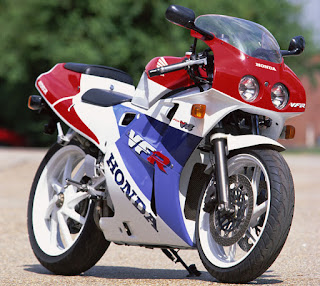 2015 Brilliant Bargain Middleweight Motorcycle : Honda VFR400R (NC30)