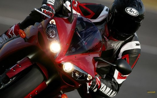 Red-Yamaha-Motorcycle-Wallpaper-wallpaper--wallpapers--widescreen