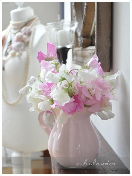 ukochany groszek pachnący i różowy dzbanek ceramiczny -  dekoracja letnia