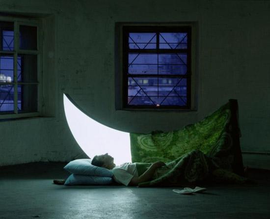 بالصور قصة رومانسية بين رجل ووجه القمر 8.jpg