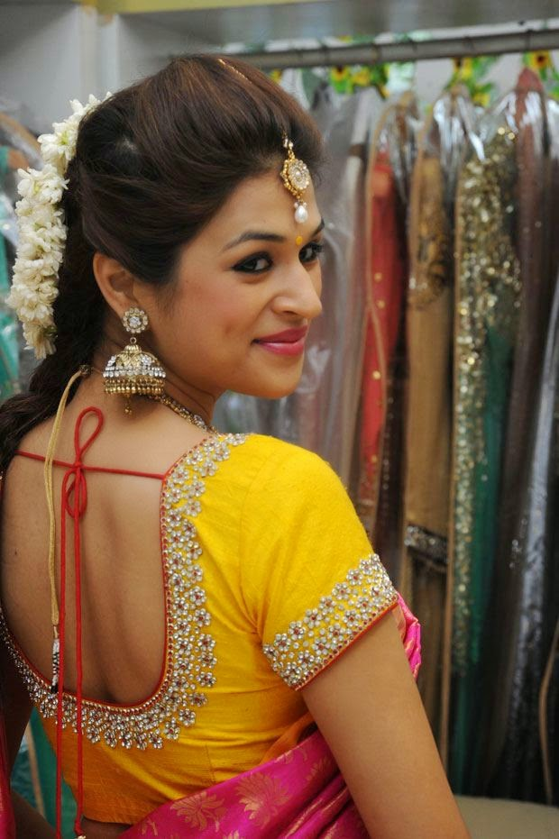 shraddha das hot backless pics