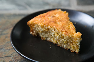 Baked cornmeal with cheese or bacon