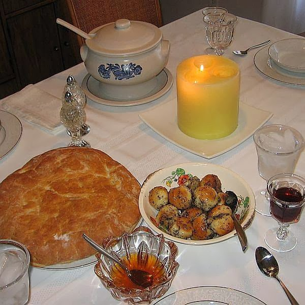 the meal begins with the singing of the christmas troparion and the lighting of a candle placed in the center of the table the candle symbolizes the star