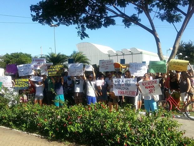 Para manifestantes, o parlamentar é homofóbico, racista e intolerável. (Foto: Aubrey Effgen/VC no ESTV)