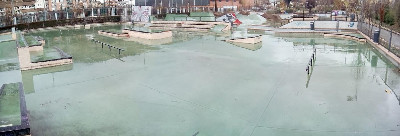 Espa a skateparks skatepark bola de oro granada for Piscina cubierta bola de oro granada