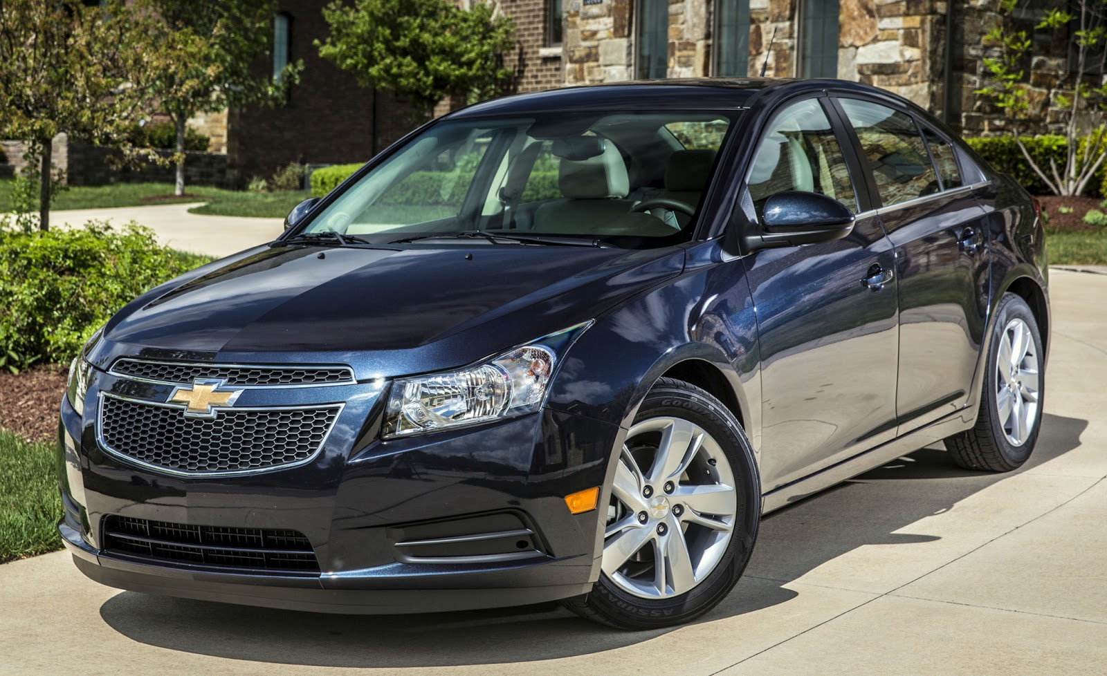 Chevrolet announced that it would be adding a diesel engine model to its car line up and here it is the 2014 cruze clean diesel