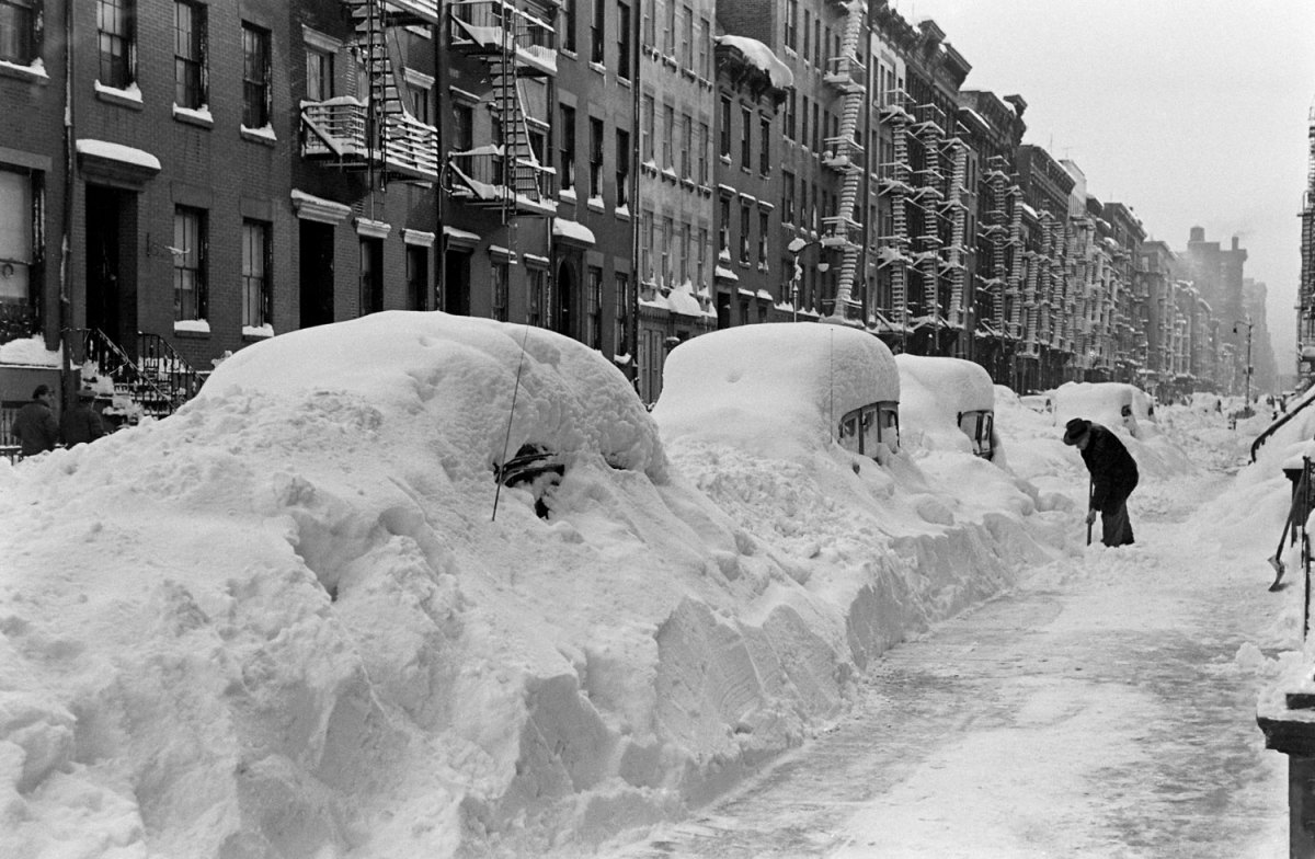 Incredible Black and White Photos From the Great Blizzard