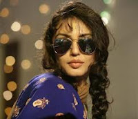 Huma Qureshi, aviator glasses