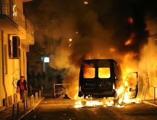 Με αφορμή την εξέγερση σε στρατόπεδο στην Κόρινθο , πόσο πιθανή είναι μια γενική εξέγερση στην Ελλάδα;