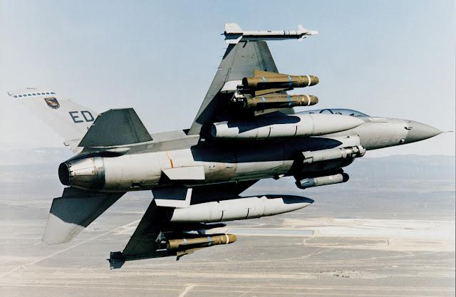 Rudal AGM-65K2 MAVERIC Pada Pesawat Tempur F-16 AS