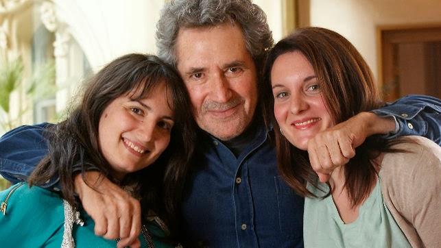Miguel Rios junto a las hermanas María José y Cristina Martín