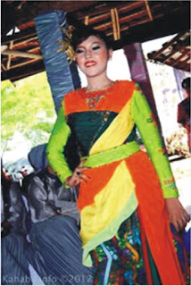 Hj. Yani M. Qurais Promosikan Tenun Ikat Bima