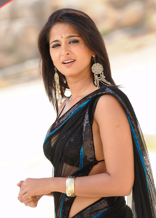 anushka bare back in black saree actress pics