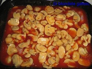 pui cu ciuperci in sos de tomate