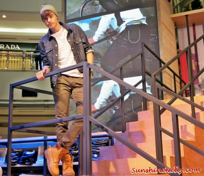 Fall 2014 Men's Trucker Jacket, Levi's Icons for Fall 2014, Levi's, Live in Levi's, Levi's Jeans, Levi's Iconic, 501 jeans, truckers jacket, western shirt, denim, jeans, fashion trend, fall 2014, fashion world, denim world