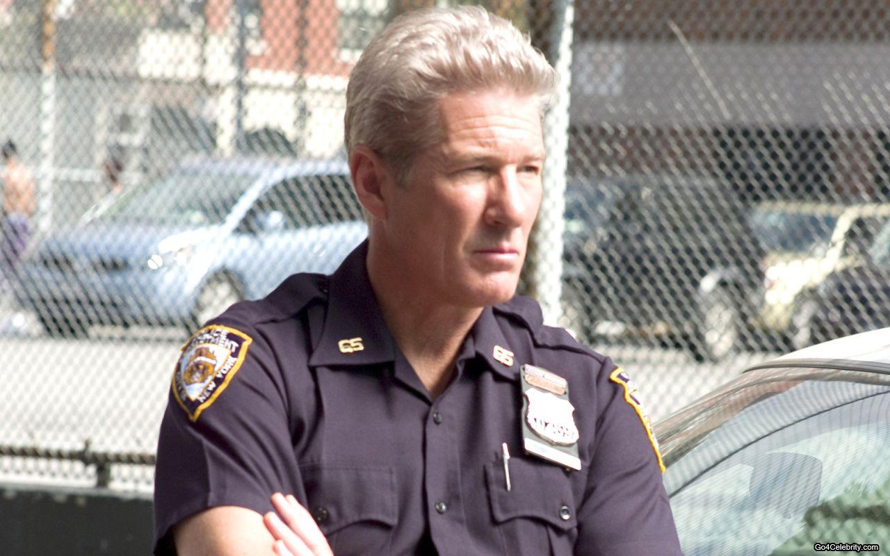 http://4.bp.blogspot.com/-qq_PYmnKzYc/UNVRsKFHLkI/AAAAAAAAoJQ/Syr4VT_LABw/s1600/Richard-Gere-as-a-cop.jpg