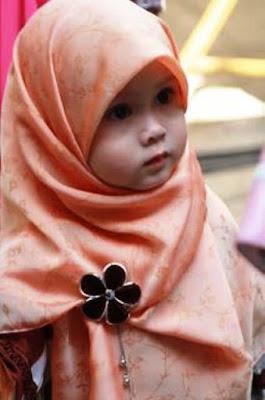 Foto Anak Perempuan Pakai Jilbab