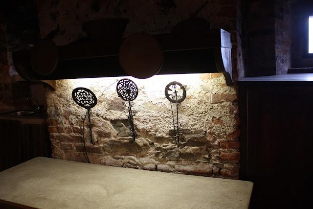 Mittelalterliche Küchenutentilien © Copyright Monika Fuchs, TravelWorldOnline
