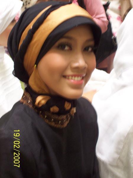 Foto Cewek Cantik | Gambar Wanita Berjilbab | Cewek Cantik Berjilbab