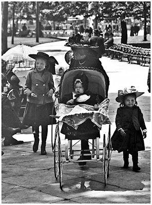 New York, Madison Square Park. between 1902 and 1910