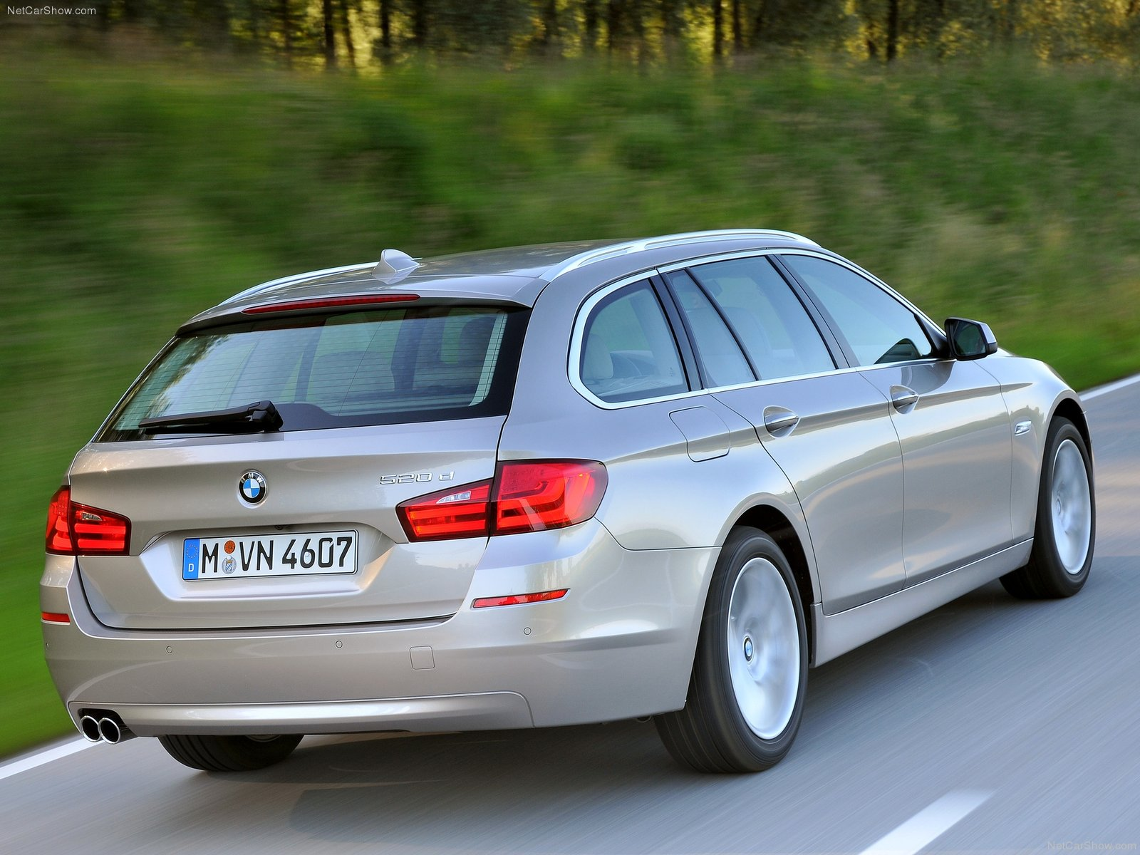 auto opini o bmw 520d 2011 touring an lise. Black Bedroom Furniture Sets. Home Design Ideas