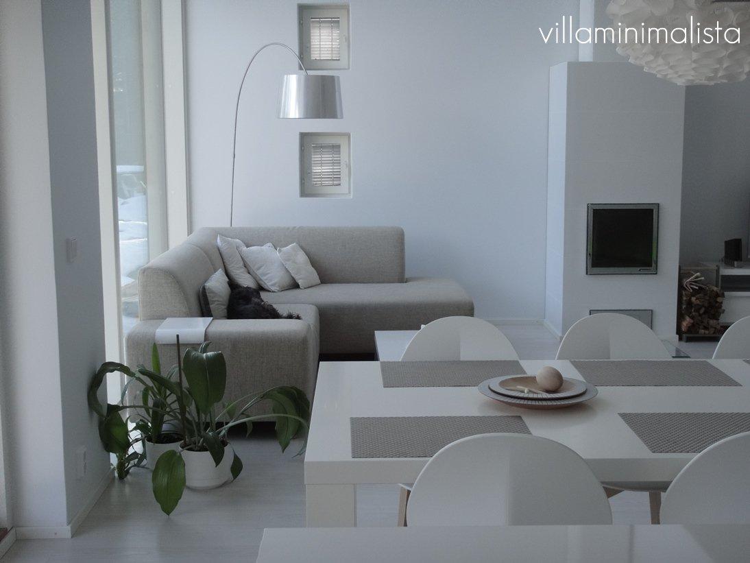 Villa minimalista: glimtar från vardagsrum och sovrum