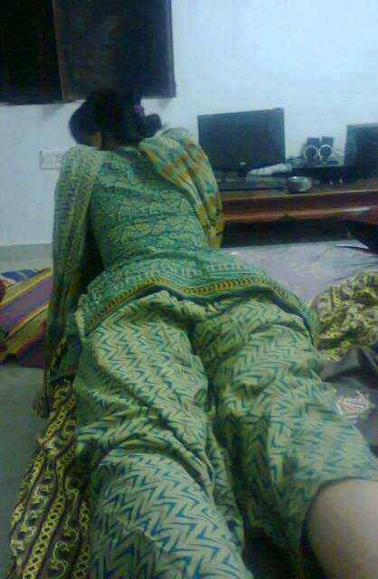 hot desi girls bhabhi showing her hot back first one is bhabhi ...