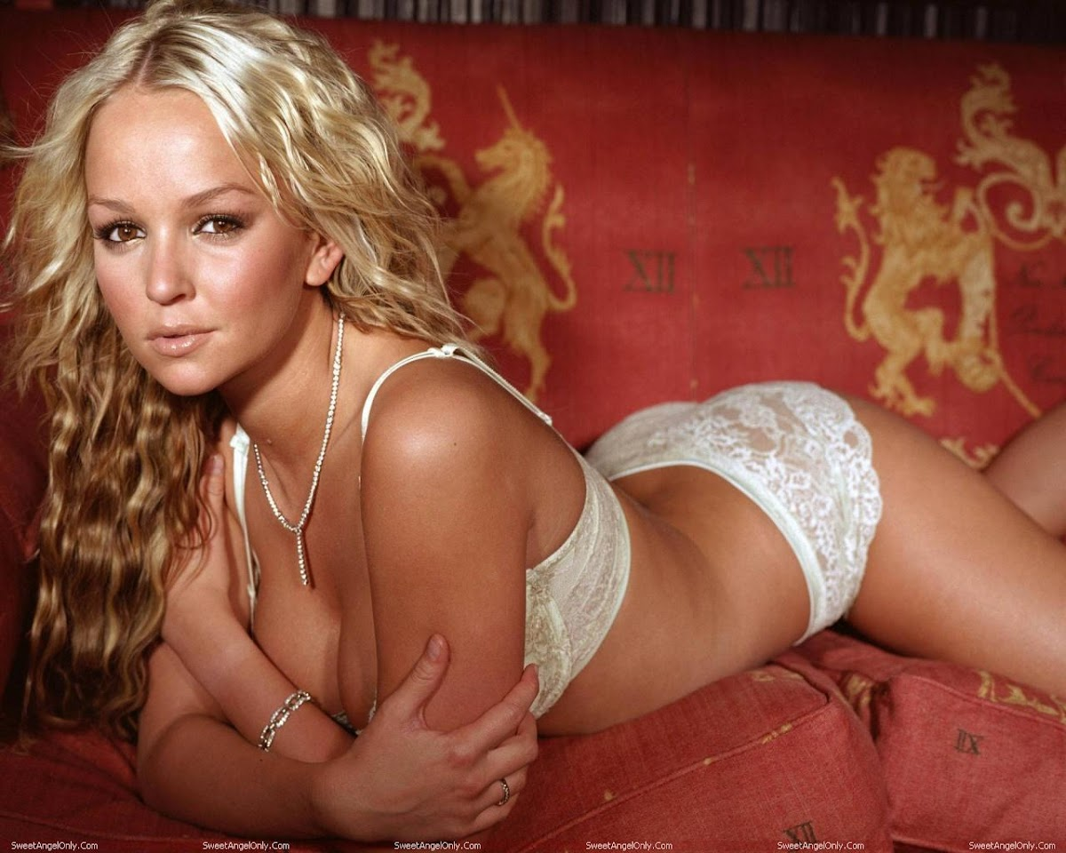 http://4.bp.blogspot.com/-qrSRBKRUJpA/TWjZ_N1Z-xI/AAAAAAAAEyM/1MpaufXayk0/s1200/actress_jennifer_ellison_hot_wallpaper_03.jpg