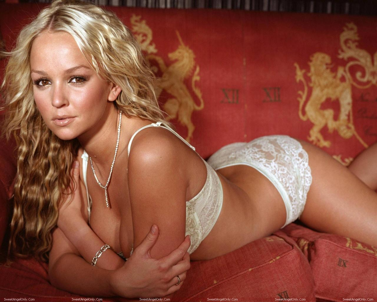 http://4.bp.blogspot.com/-qrSRBKRUJpA/TWjZ_N1Z-xI/AAAAAAAAEyM/1MpaufXayk0/s1600/actress_jennifer_ellison_hot_wallpaper_03.jpg