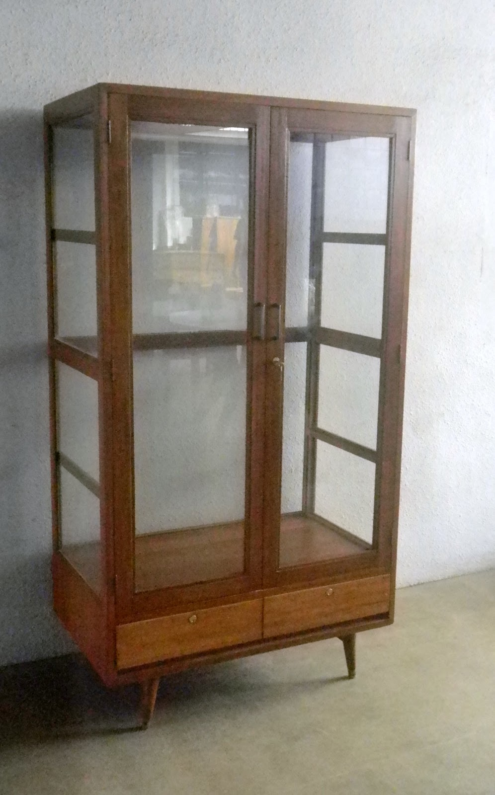 VINTAGE SHOWCASES AND DISPLAY CABINETS - VINTAGE SHOWCASES AND DISPLAY CABINETS Bobs Furniture