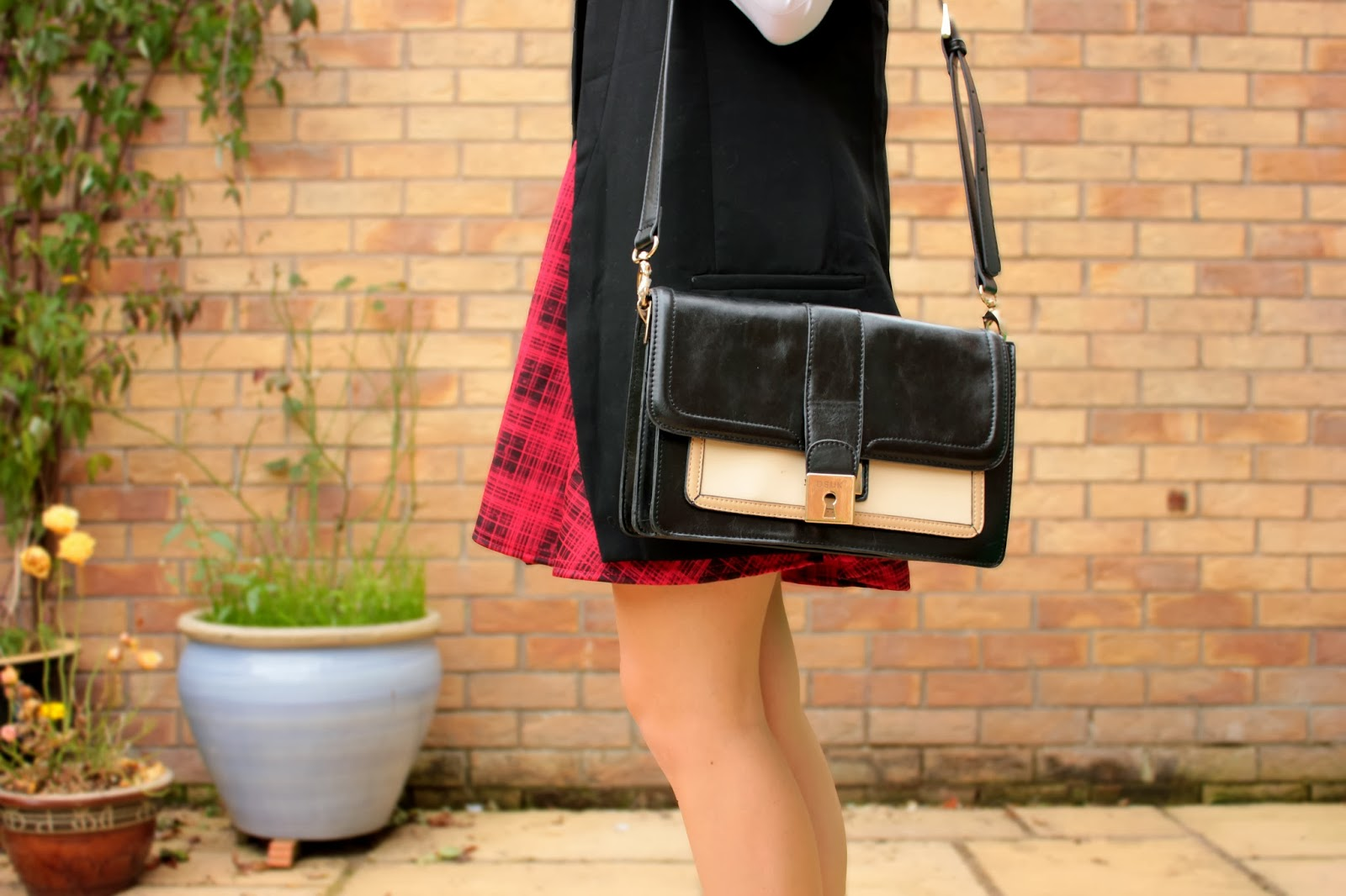 UK fashion blogger styles tartan trend