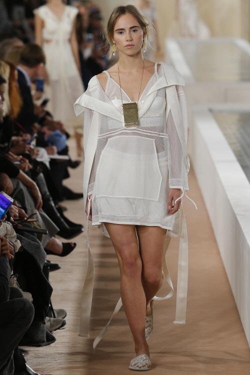 Paris Fashion Week, Spring 2016, Ready to Wear, pfw, rtw, runway fashion, balenciaga, alexander wang