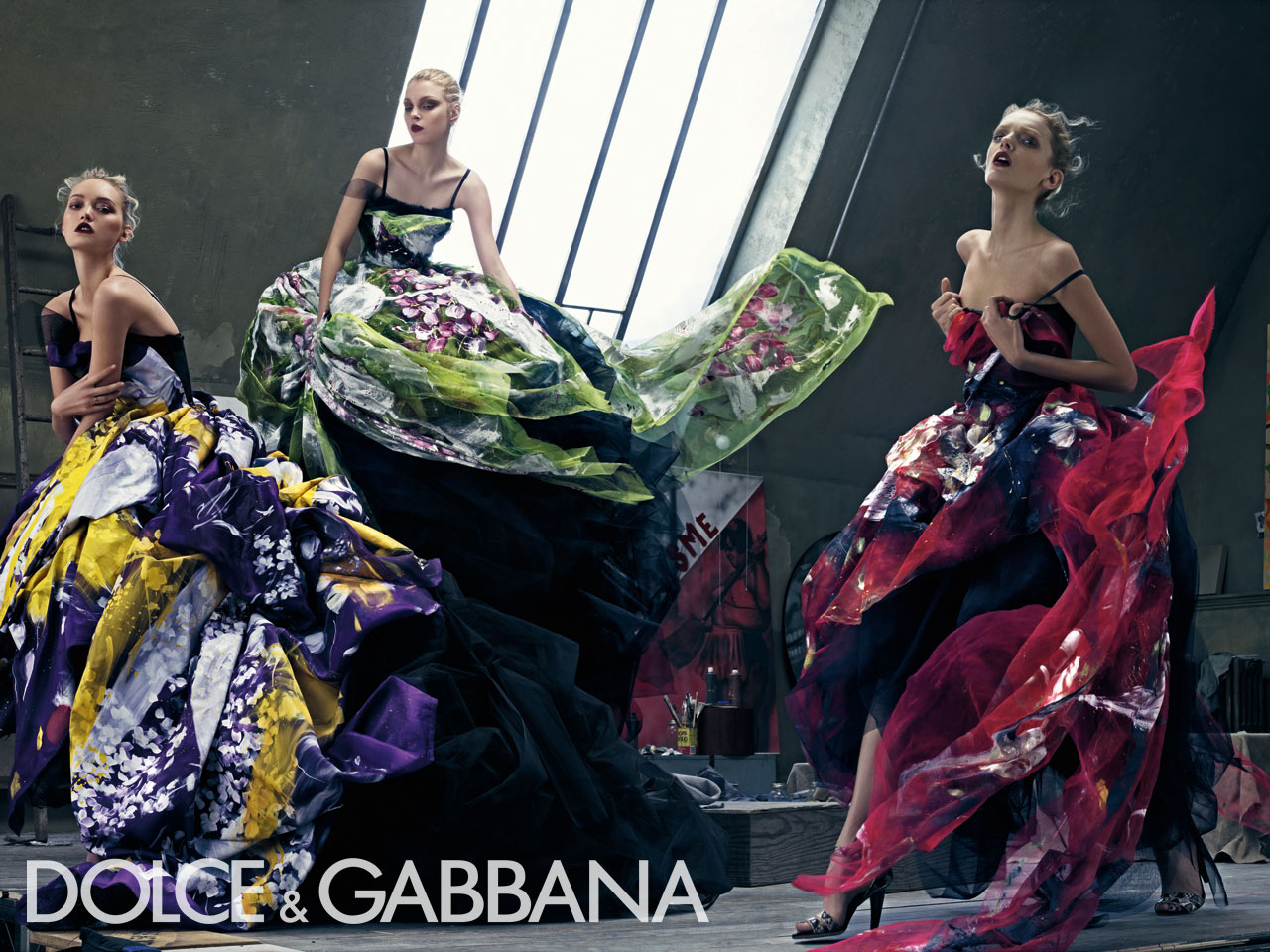 http://4.bp.blogspot.com/-qrrPLrz2IKk/TkY7V_pUZXI/AAAAAAAAABo/678I-_dTh5Y/s1600/dolce-gabbana-spring-summer-05.jpg
