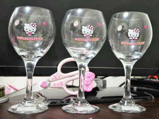 Gelas wine hello kitty