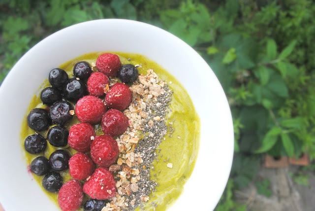 Green Smoothie Bowl Recipe with Frill Frozen Dessert | Sally Says Beauty