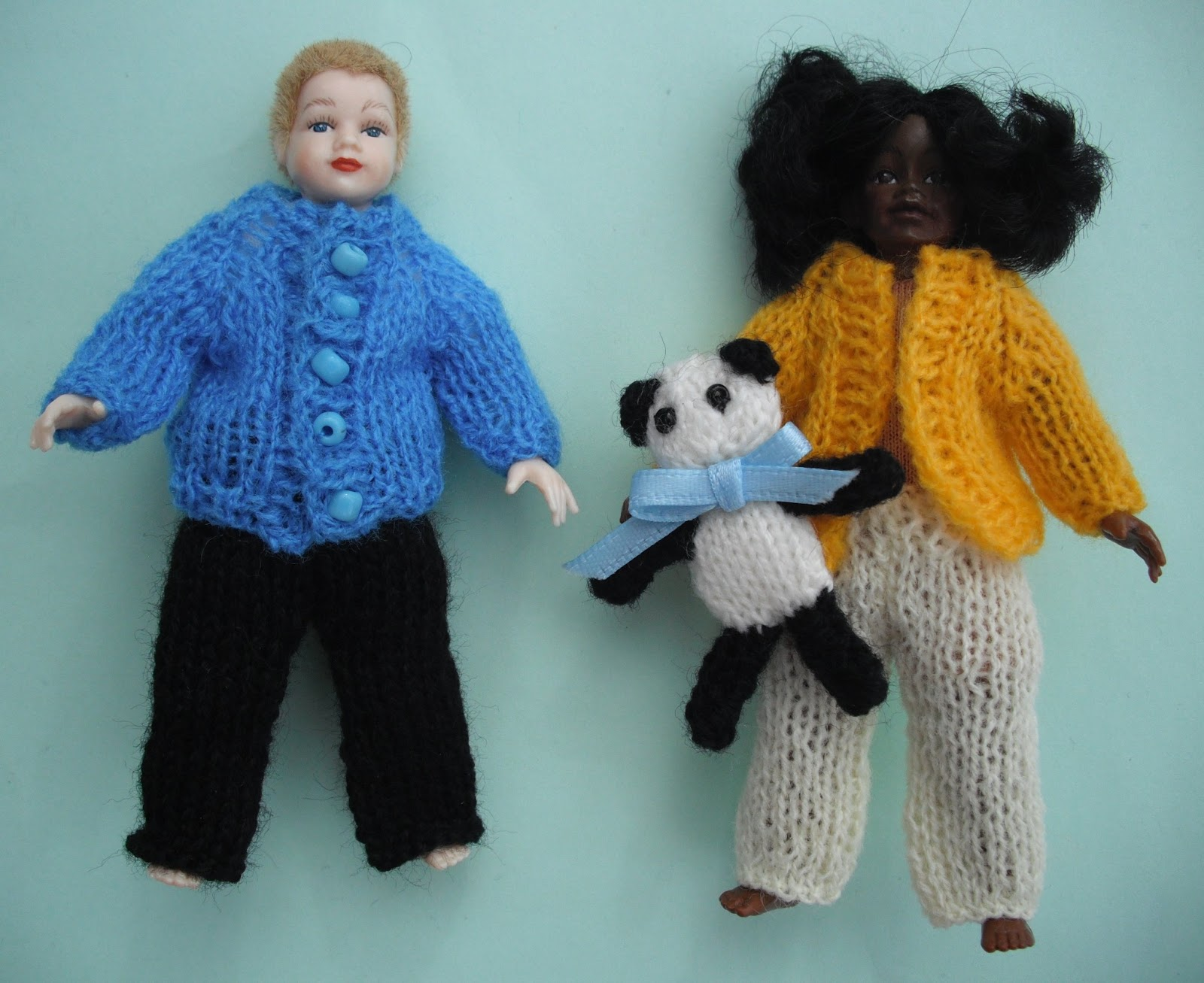 Knitting Pattern For Dolls Trousers : bitstobuy: Another FREE knitting pattern in dolls house scale - Child Trousers