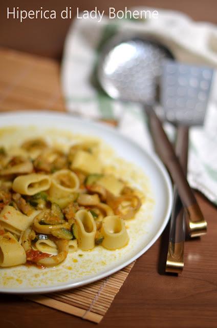 hiperica_lady_boheme_blog_di_cucina_ricette_gustose_facili_veloci_primi_piatti_pasta_calamarata_con_calamari_e_zucchine_1