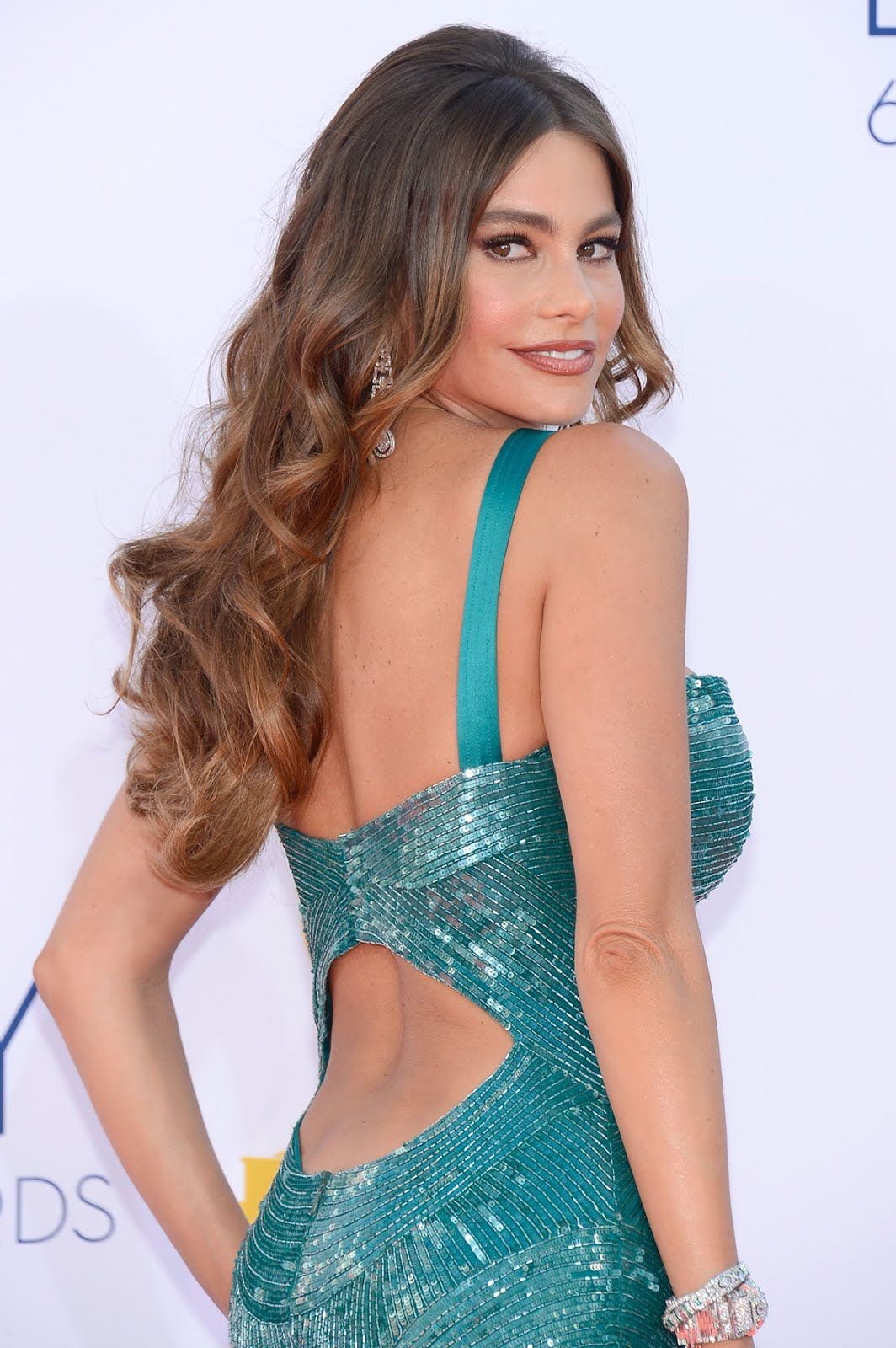 http://4.bp.blogspot.com/-qscGq5K6OfA/UGCCwmFbVEI/AAAAAAAABlM/zn541D9PFkg/s1600/SOFIA-VERGARA-at-64th-Primetime-Emmy-Awards-in-Los-Angeles-1.jpg