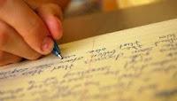 "Kutipan langsung kurang dari lima baris ditulis diantara tanda petik (""...""), dan merupakan bagian terpadu dalam teks. Nama pengarang dapat ditulis secara terpadu dalam teks atau menjadi satu dengan tahun dan nomor halaman didalam kurung,"
