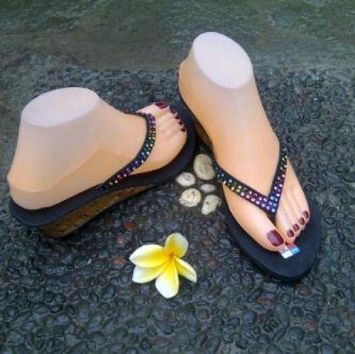 Bisnis Kerajinan Sandal Bali